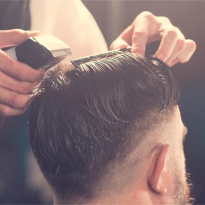 Haarschnitt mit Maschine